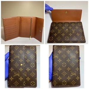 f6f18e9252f2 Louis Vuitton · Pochette Passport Or Checkbook Trifold Wallet